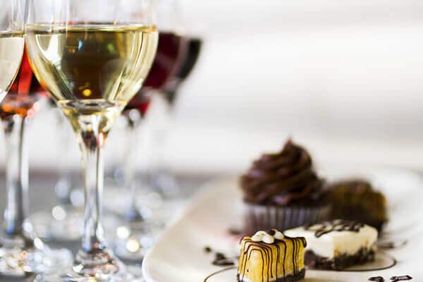 Quel vin blanc boire avec du chocolat ? - Enoteca Divino