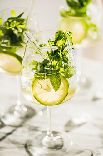 Cocktail Hugo, alternative du Aperol Spritz - Enoteca Divino