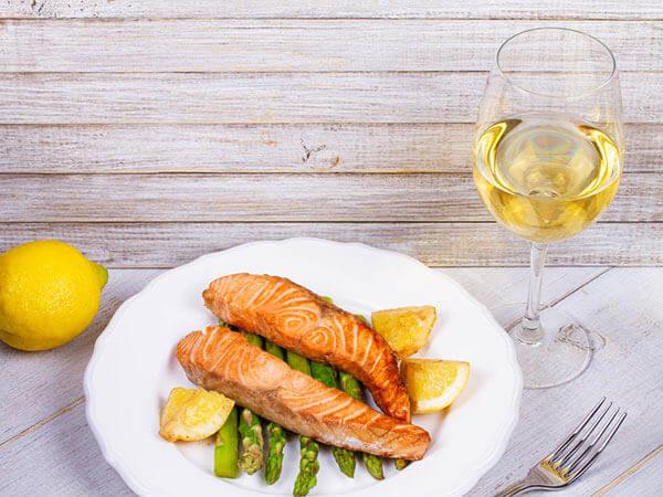Que boire avec du saumon : vin blanc italien - Enoteca Divino